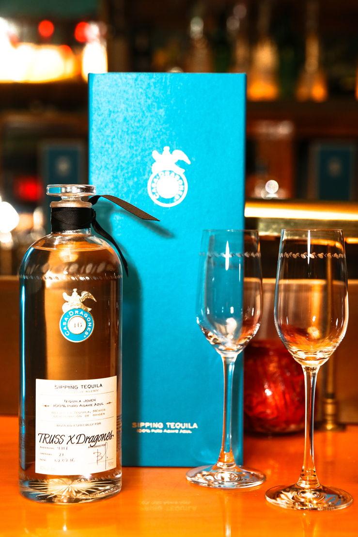 Tequila Casa Dragones Joven personalizada para TRUSS