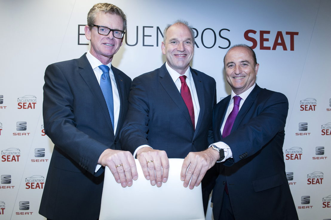 """SEAT Executive Vice-President for R&D Dr. Matthias Rabe, SEAT Executive Committee President Jürgen Stackmann and Miguel Sebastián, former Spanish minister for Industry, Tourism and Commerce at the """"Encuentros SEAT"""""""