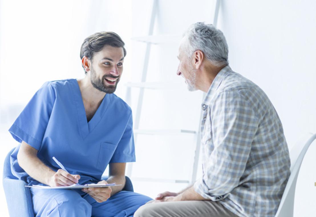 Los uniformes médicos no sólo dan protección: también confianza y cercanía