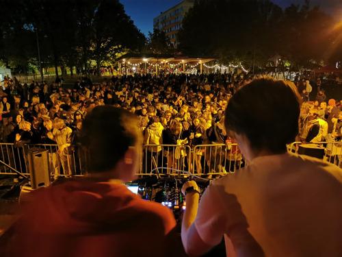Jongeren gaan massaal uit de bol op Dag van de Jeugdbeweging in park De Bruul