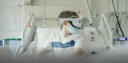 VR-bril, robot en 5G halen kinderen die langdurig in ziekenhuis verblijven virtueel naar huis
