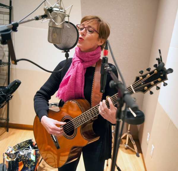 Preview: Sweetwater Studios Announces Recording Master Class with Singer/Songwriter/Guitarist Jonatha Brooke