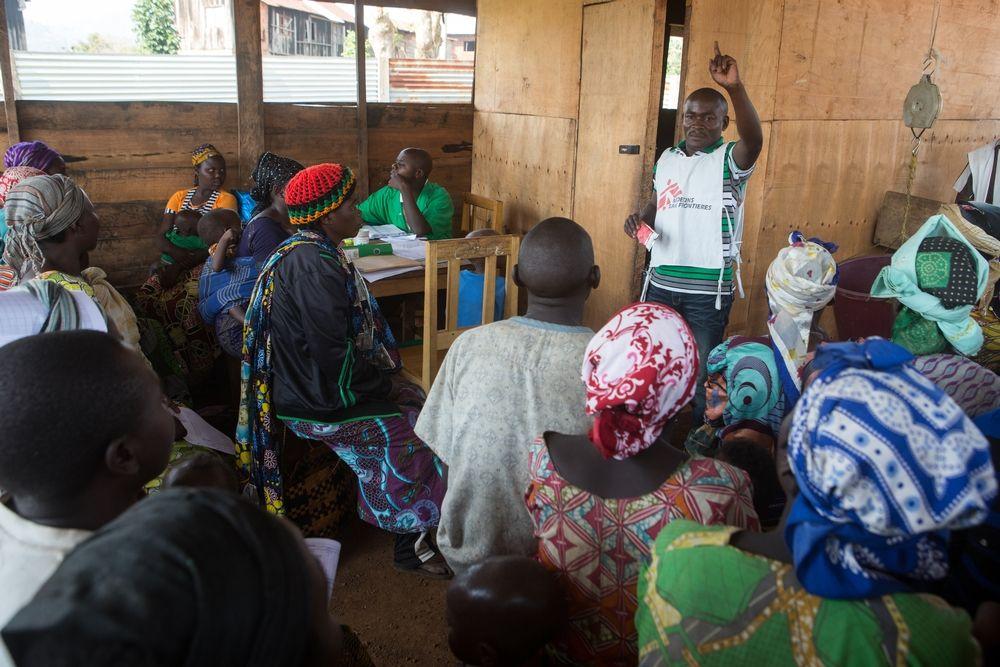 Health education at the ambulatory feeding center of the health center in Bukama, Masisi, North Kivu, February 8, 2017. Photographer: Gwenn Dubourthoumieu