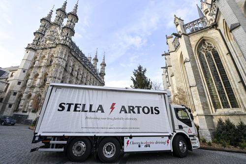 AB InBev: Allereerste Belgische e-truck levert bier in Leuven zonder CO2-uitstoot