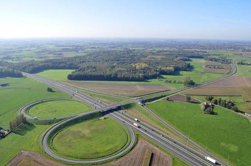 Op- en afrit Torhout op E403 tijdelijk dicht wegens aanleg bufferbekkens