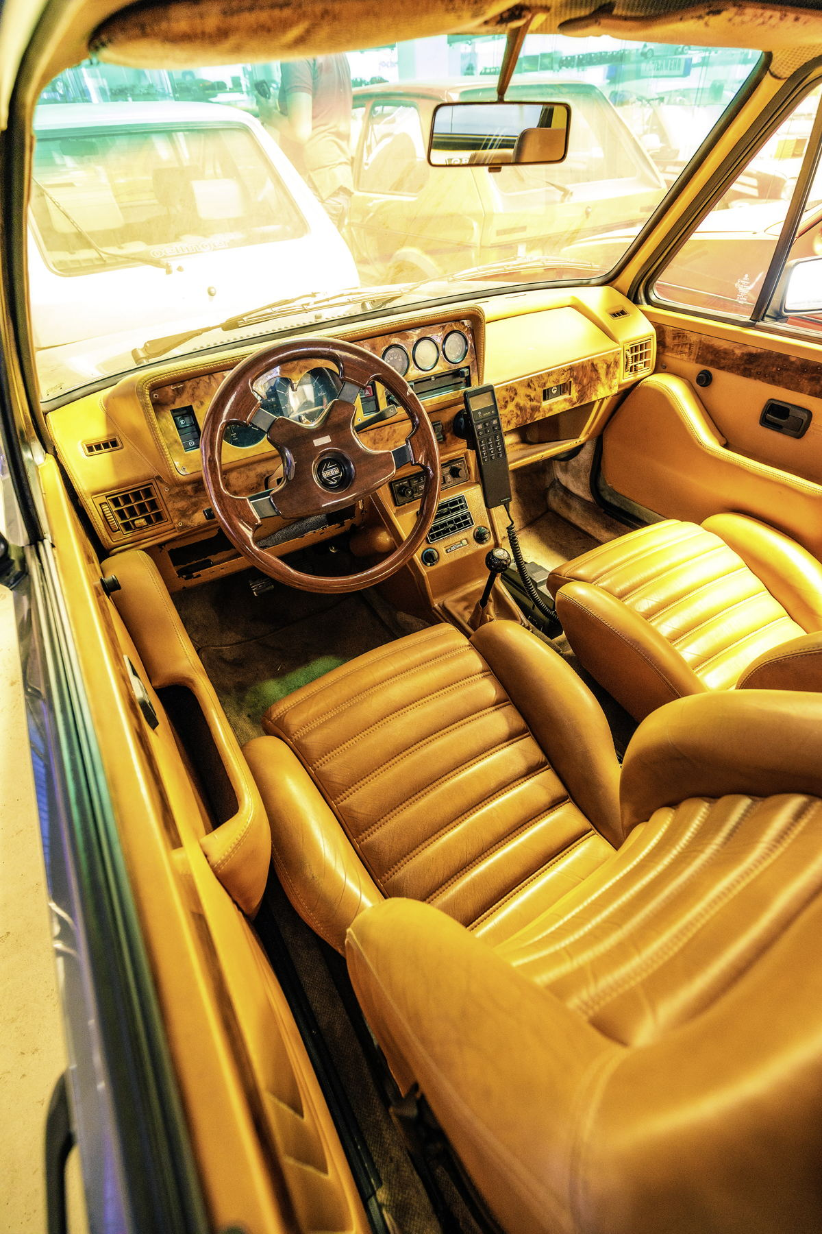 Así es como los jeques viajaban en el Golf: con el mejor cuero napa y C-red para tener un teléfono en el auto