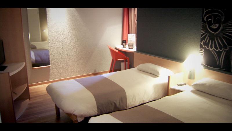 Is investeren in een hotelkamer een uitweg voor het laag rendement op spaarboekjes? - Voor hetzelfde geld (c) VRT