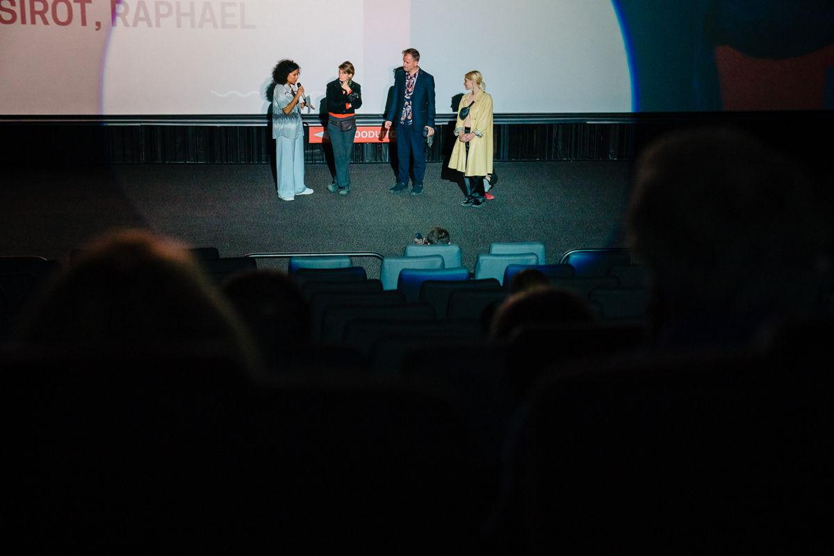 Regisseursduo Sirot-Balboni en actrice Lucie Debay van Une vie démente en Eva Kamanda