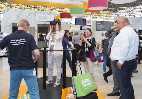 Een demo met behulp van 3D-brillen: schoonmaken in de 21e eeuw