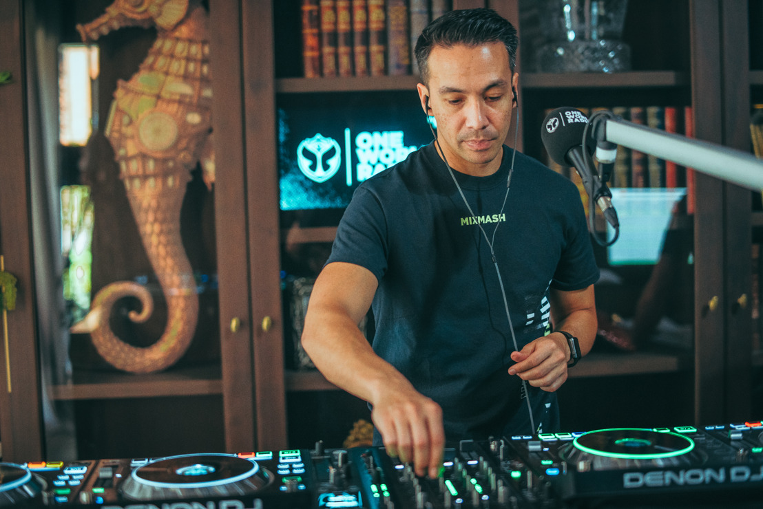 Laidback Luke had a special surprise for the Rave Cave...