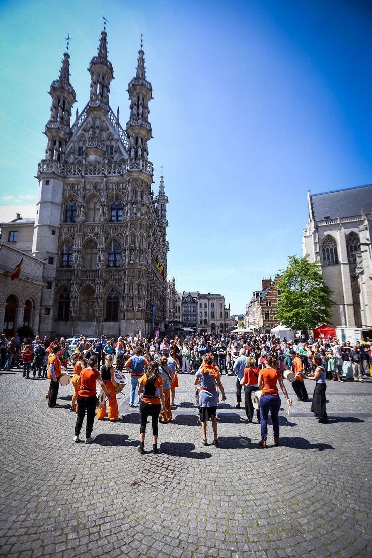 Alackadaisical, een groep drummers, brachten sfeer op de Grote Markt.