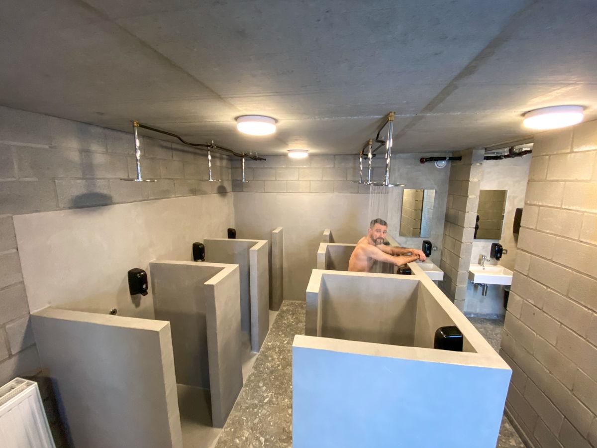 Douchen zoals in de catacomben van Roubaix