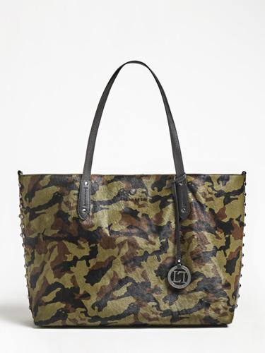 Guess Luxe Handbags: Packshots