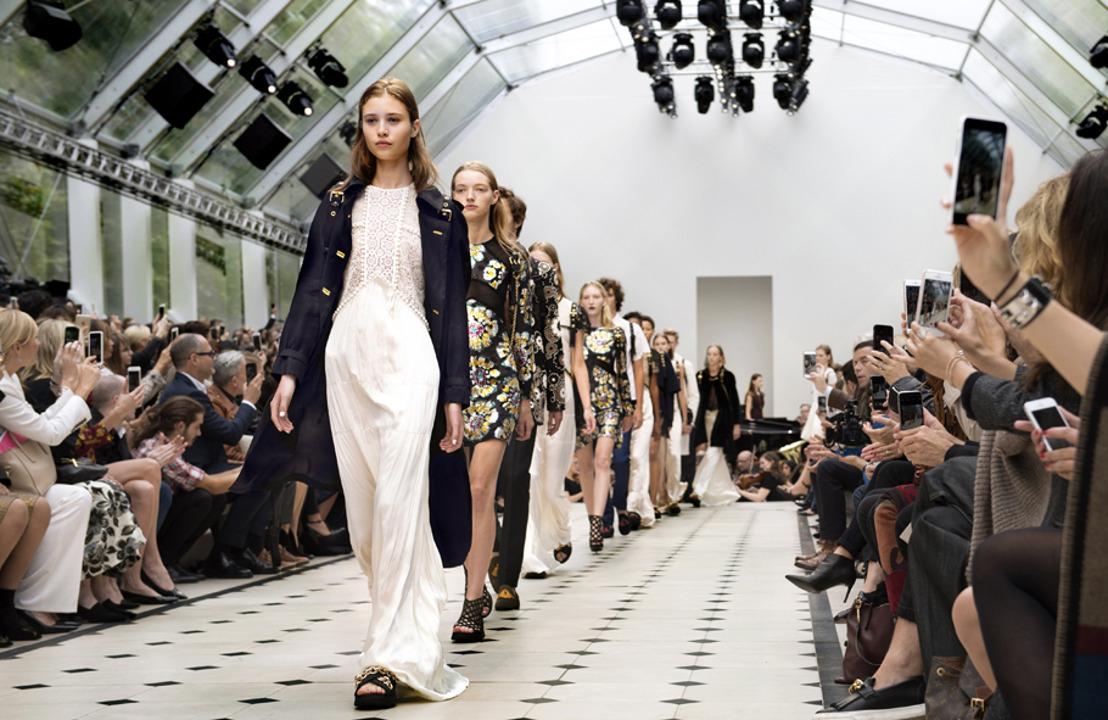 Burberry presenta su colección Womenswear SS16: Functionregalia