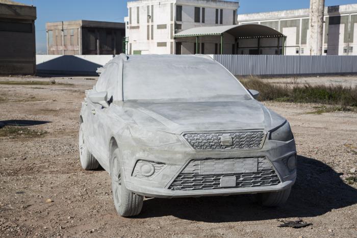 15.000 kg cement voor sculptuur Arona (+ Video)
