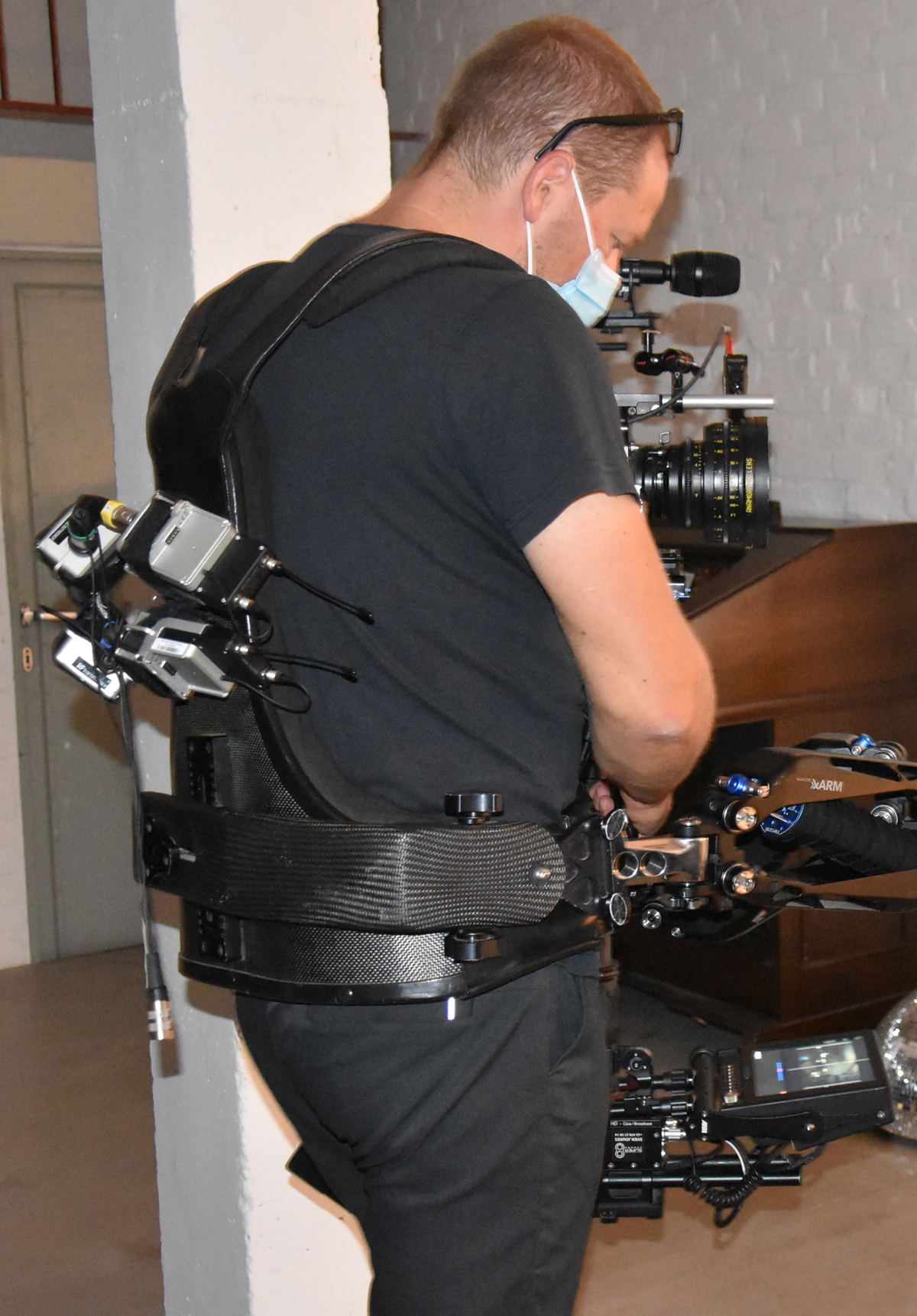 The camera mounted AMBEO VR Mic with four SK 6000 bodypack transmitters for wireless operation