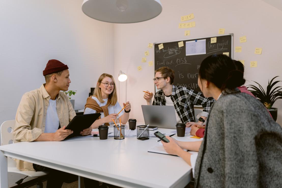 ¿Qué son los sistemas operativos de trabajo y por qué pueden ser el futuro para tu compañía?