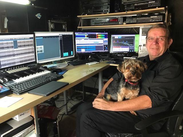 Dj Eddy in zijn studio