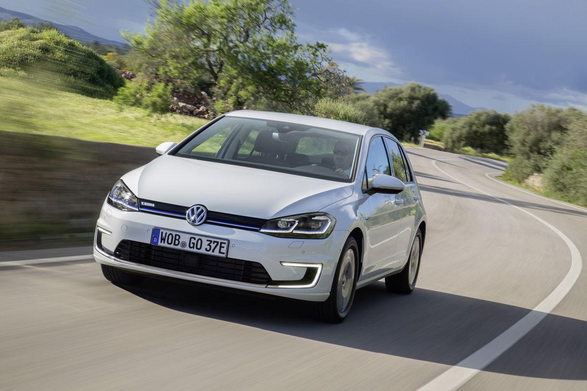 El e-Golf basado en el Golf Mark VII es el primer modelo de Volkswagen de producción masiva con un sistema de transmisión completamente eléctrico.