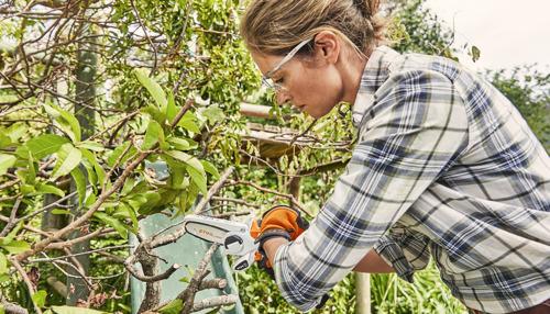 Accusnoeizaag STIHL GTA 26 verzekert nauwkeurig snoeiwerk in tuin en bij handwerk