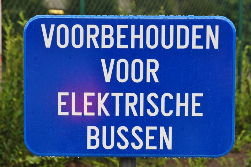 Bord aan het laadstation van de inductief geladen volledig elektrische bussen in Brugge.