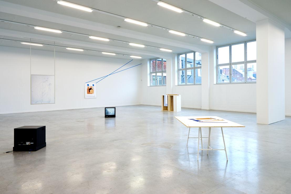 Zicht van de tentoonstelling Jimmy Robert. A clean line that starts from the shoulder in M – Museum Leuven. Foto (c) Dirk Pauwels