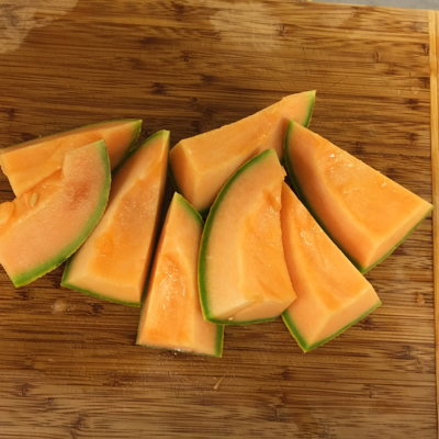 Sliced melon is pureed before being added to the wort