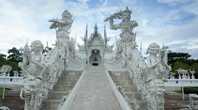 Chiang-Rai_Wat-Rong-Khun-2
