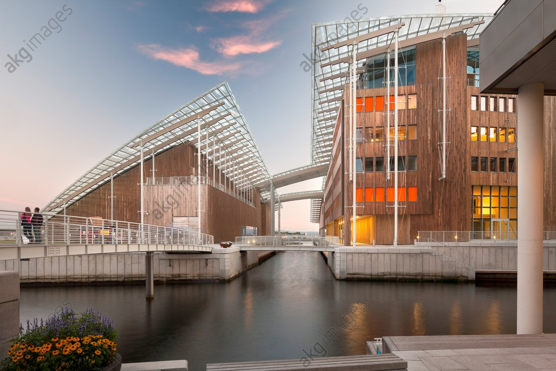 Tjuvholmen Icon Complex, Oslo, Norway. Architect: Renzo Piano Building Workshop, 2012. View from canal.<br/>AKG2172941
