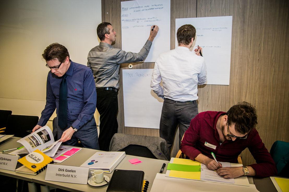 Deelnemers van de academie vormen een innovatief idee