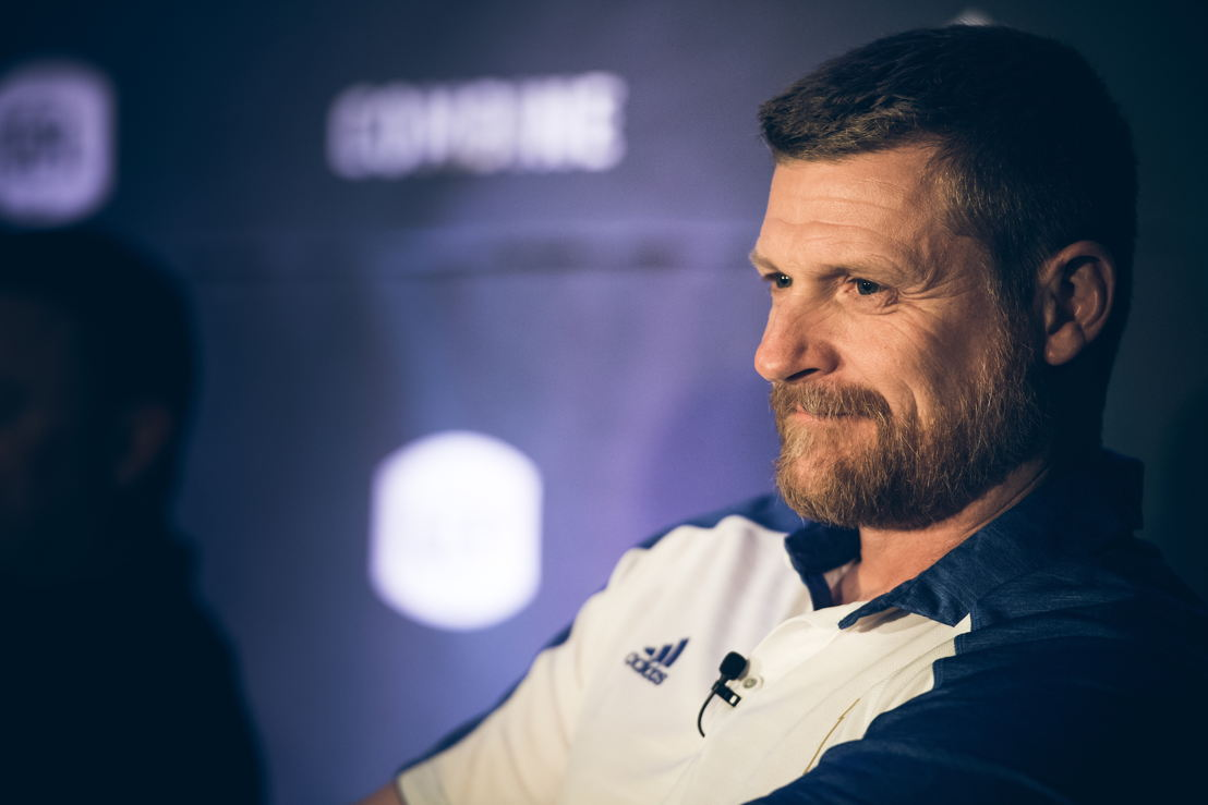 Mike O'Shea lors de la conférence de presse des opérations football. Crédit : Johany Jutras/LCF