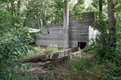 A presentation by the artist, public speaker and DJ Terre Thaemlitz at the iconic brutalist Van Wassenhove House