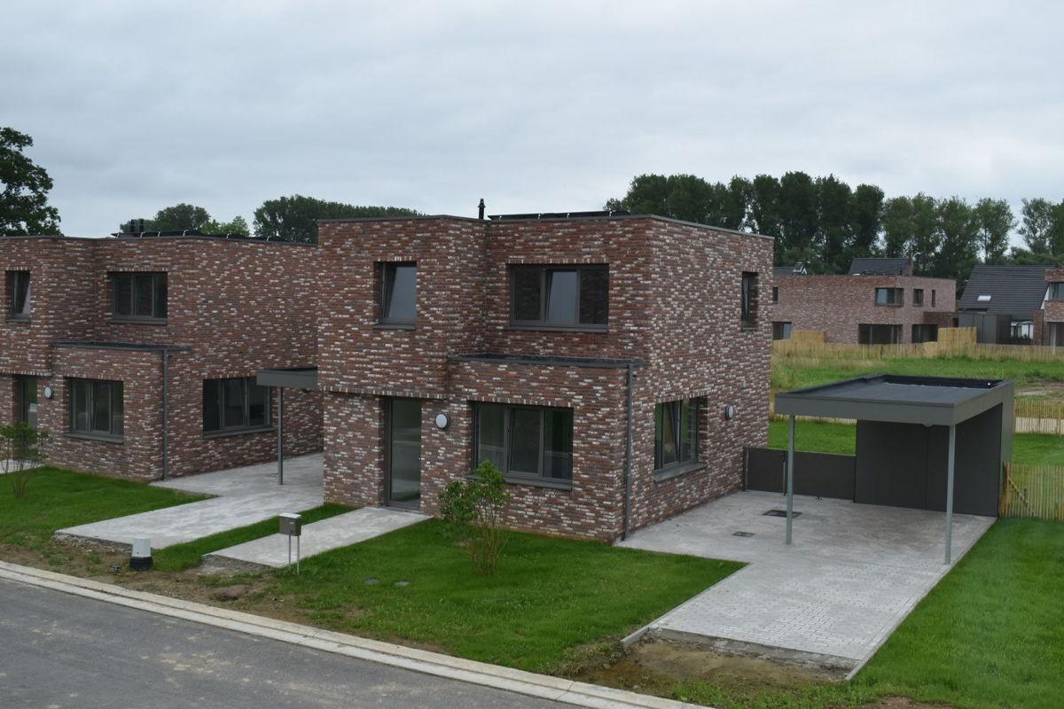 Vlabinvest zorgt voor betaalbaar wonen in de eigen regio. Hier een foto van een recent project in Roosdaal.