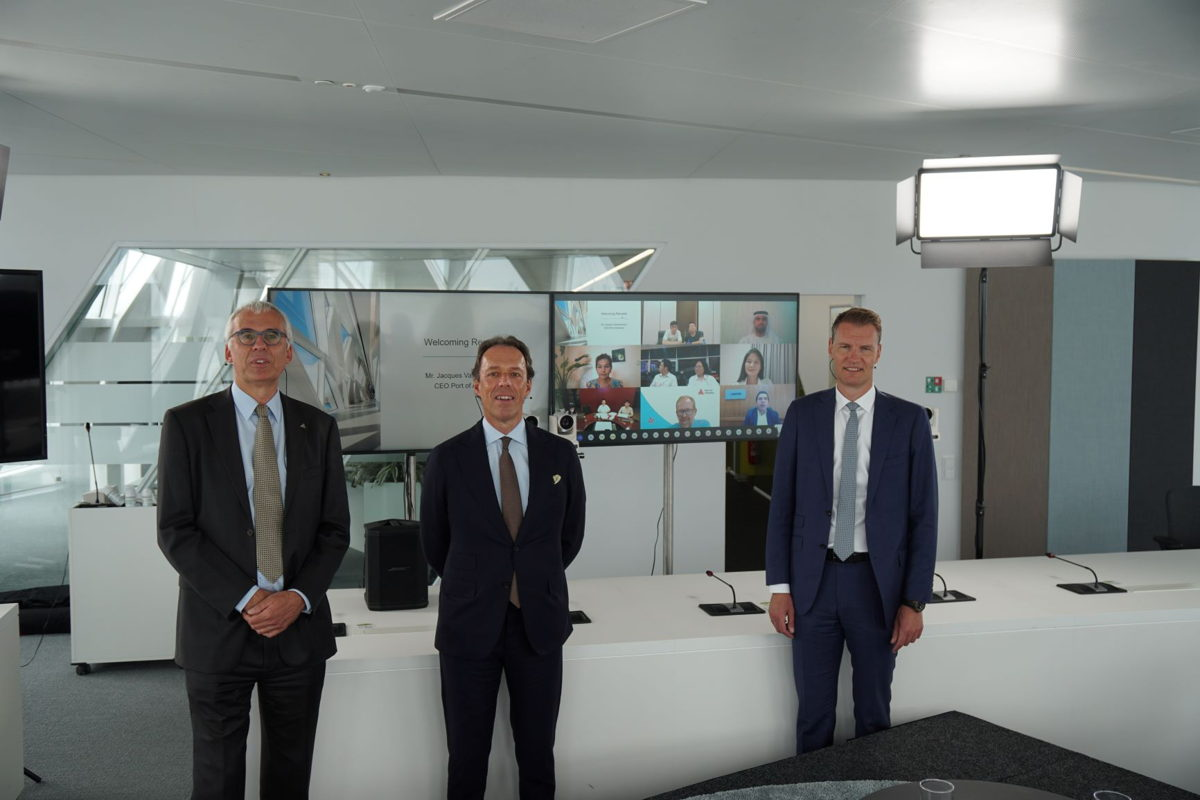 Auf dem Foto: Luc Arnouts, Director International Relations & Networks - Jacques Vandermeiren, CEO Port of Antwerp - Soren Toft, CEO MSC
