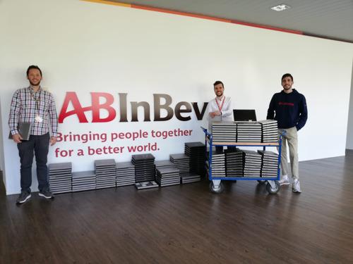 AB InBev doneert 200 gebruikte laptops aan Digital For Youth