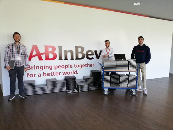 Preview: AB InBev doneert 200 gebruikte laptops aan Digital For Youth