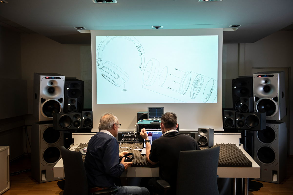 """Wolff und Schmitz: """"These headphones were indeed close to all our hearts, so you could call it open-heart surgery. Whether sales, development or design: everyone wanted everything to be right. Everything should fit with that which Neumann stands for, with microphones on the input side, and with the KH monitor series on the output side."""""""