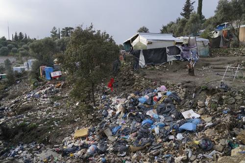 El invierno y las lamentables condiciones de los campos agravan la salud física y mental de los refugiados en Lesbos y Samos