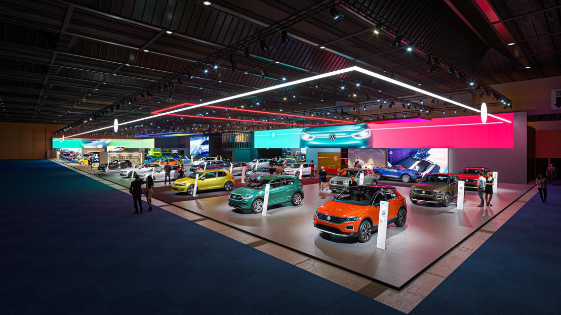 Autosalon van Brussel: Volkswagen en Volkswagen Commercial Vehicles in paleis 11 met nieuwe, kleurrijke stand en nieuw Volkswagen-logo