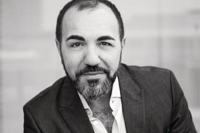 """Die lange Nacht des Lesens bei Hugendubel: Adnan Maral entführt in die deutsch-türkische Welt von """"SÜPEROPA"""""""
