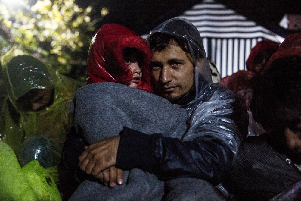 System identifier<br/>: MSF154432<br/>Title<br/>: Stranded in Serbia<br/>Photographer / cameraman<br/>: Anna Surinyach<br/>Countries:<br/>Serbia<br/>Description<br/>: Up to 3,000 refugees were stranded in the border between Serbia and Croatia on<br/>October 19. Hundreds had spent the night on the Serbian transit area of Babska-Sid, with no shelter.<br/>Rain and low temperatures were affecting the health conditions of the refugees