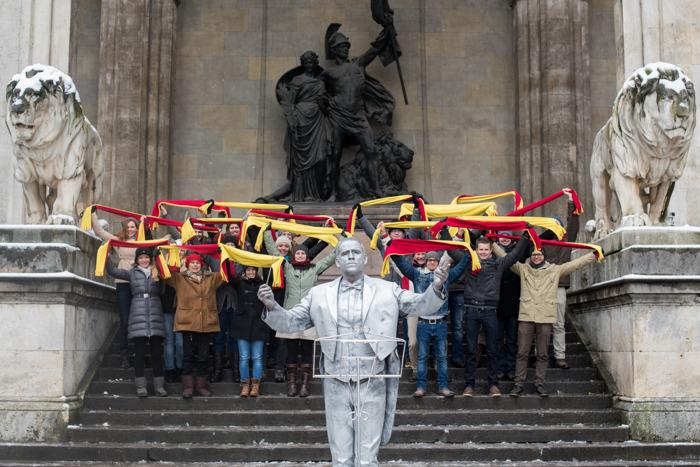 Lay's « Champions Choir » envahit les rues Europeennes  avec le hôte de l'UEFA Champions League Gary Lineker pour rendre le monde  #GameReady