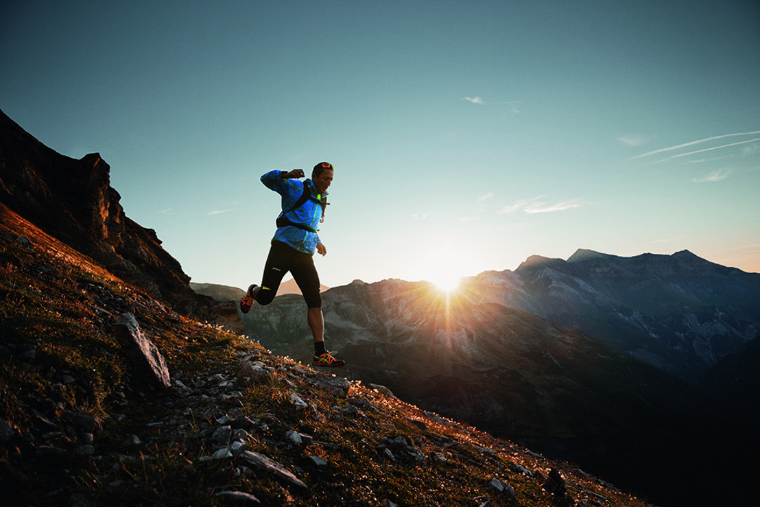 ASICS lanceert 'Outrun the Sun' – de zwaarste trailuitdaging ooit