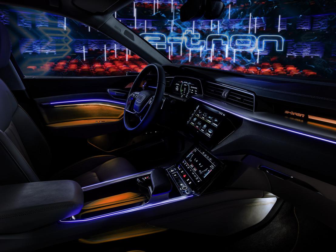 Rustpunt: prototype Audi e-tron eenzaam op het grote podium
