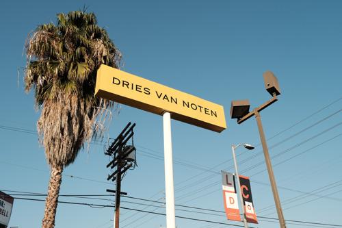 Designer en kunstenaar Christoph Hefti stelt nieuw werk tentoon in de eerste Amerikaanse flagship store van Dries Van Noten in LA