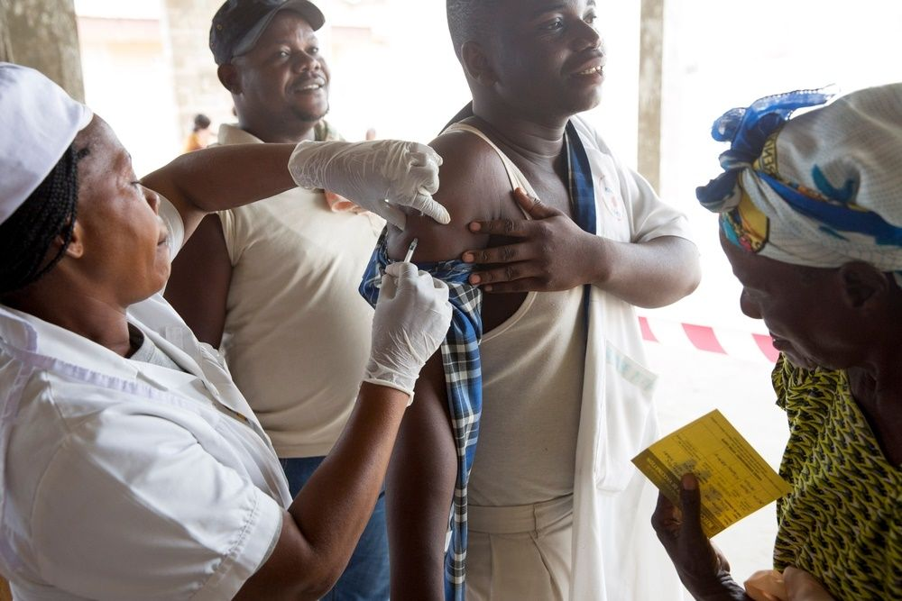 People are vaccinated against Yellow Fever by Medecins Sans Frontiers (MSF) in a church under construction in Matadi, DRC. Photographer: MSF
