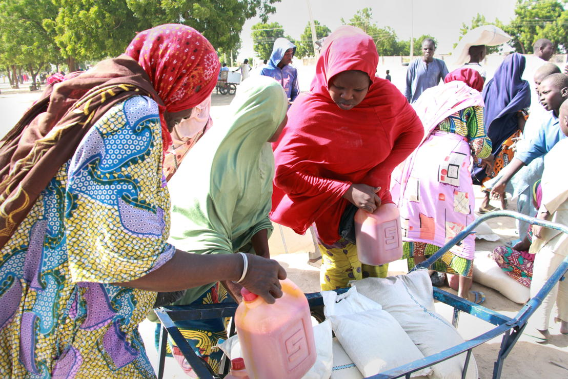 Voedselbedeling in Maiduguri op 14 december. 500 families kregen voedsel voor twee weken (c) Malik Samuel/MSF