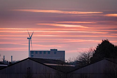 Een windturbine van Luminus op de site van Hydro in Ghlin (Mons)