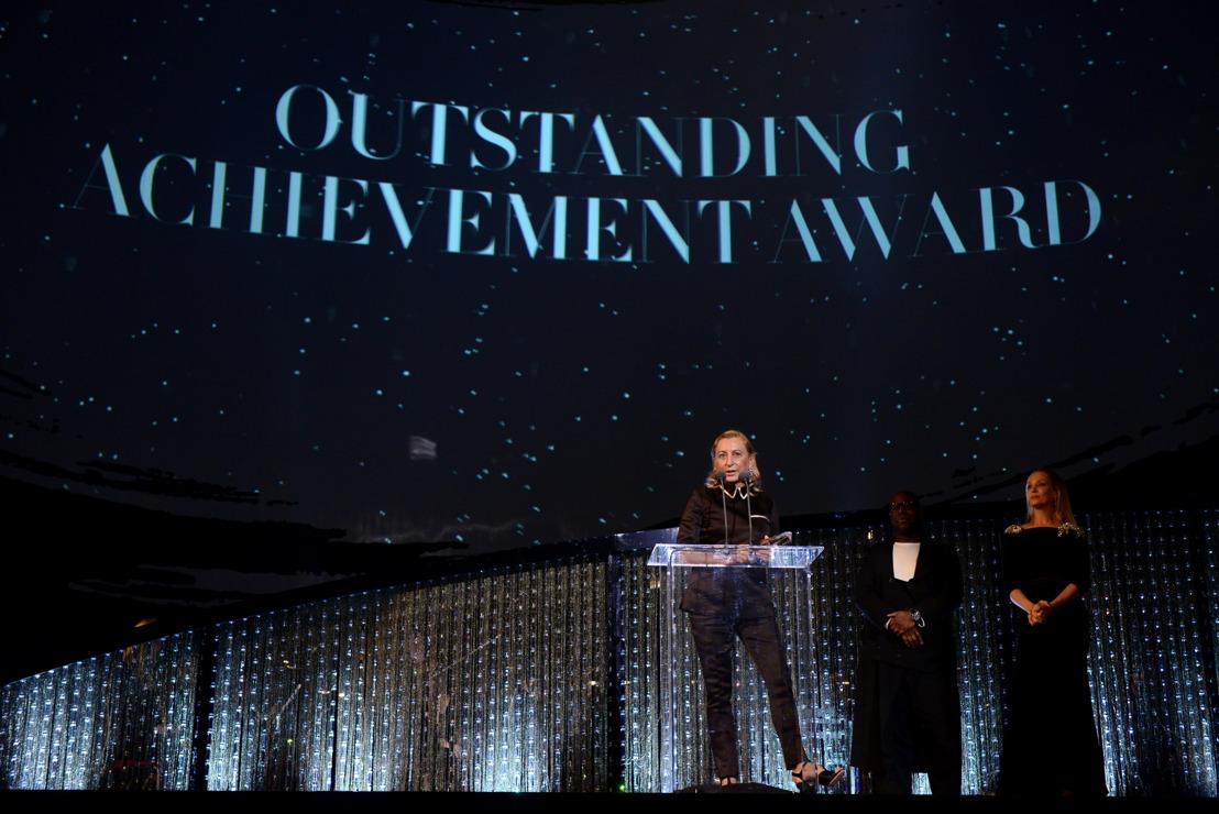 Miuccia Prada fue galardonada con el Premio a la Trayectoria Destacada en The Fashion Awards 2018 en colaboración con Swarovski