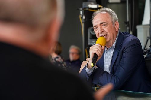 Luc Verschueren neemt na 40 jaar afscheid van de microfoon